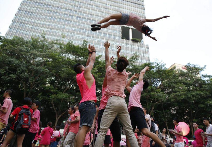 MÙt màn biÃu diÅn tr» khÏe t¡i công viên Hong Lim ß Singapore ¢nh: Reuters
